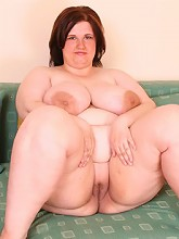 Teenage plumper shows her incredibly...