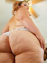 Fat chick with a giant ass blows a...